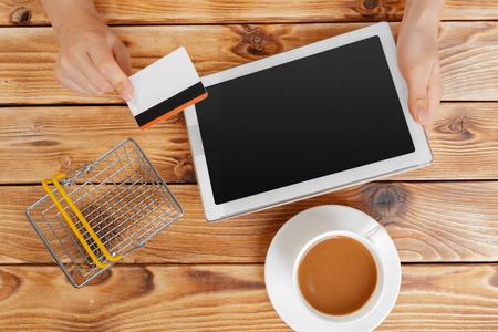 很多信用卡刷卡还款app停止注册了怎么办?