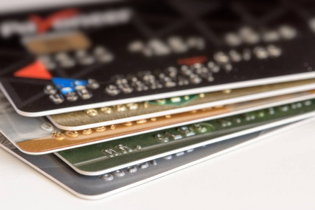 欠信用卡还款不上没救了?无需本金自救方法:使用代还软件!