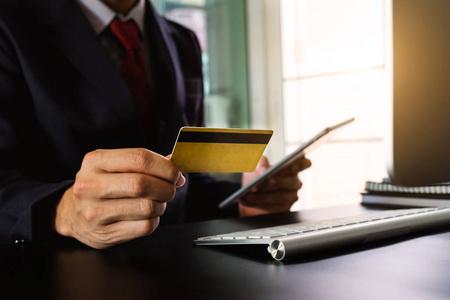 当遇到还不上信用卡账单的时候该怎么办呢?用智能还款app代还