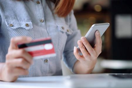 不用pos机信用卡怎么把钱刷出来?需借助这款软件